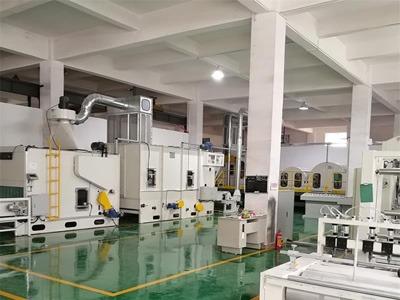 星辉注册全新高速针刺棉生产设备